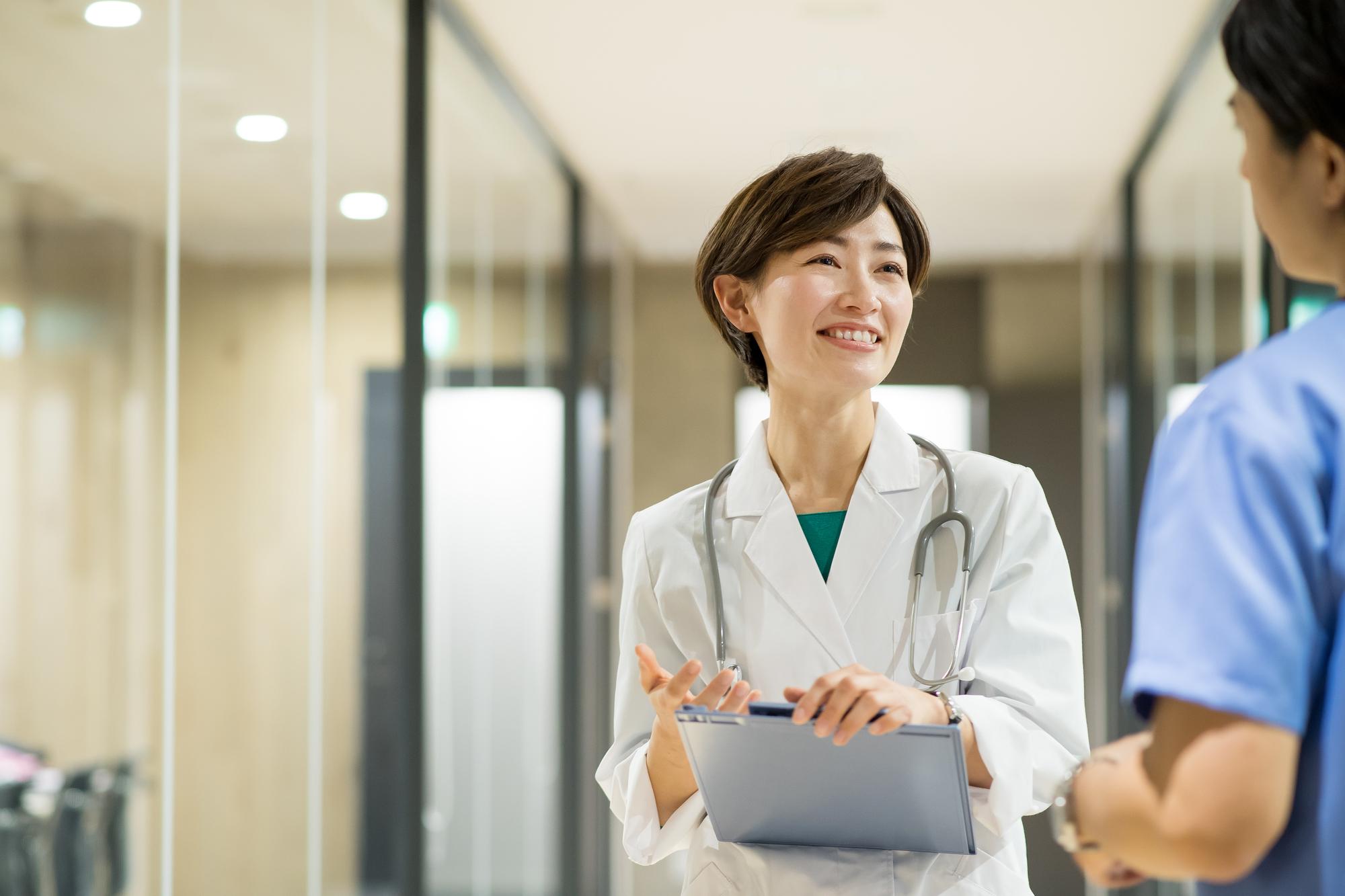 産業医のキャリアを考える人必見!臨床との両立は可能?非常勤でも働ける?よくある疑問を解決